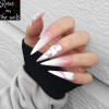 babyboomer en gel forme stiletto - roses on the nails.png