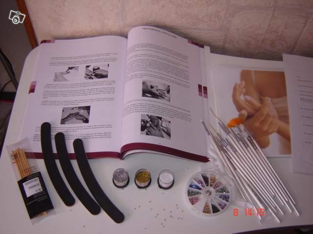 ecole de prothesiste Ecole de formation onglerie formation au métier de styliste ongulaire, à martigny en valais cours en pose d'ongles, debutant, perfectionnement et nail art.