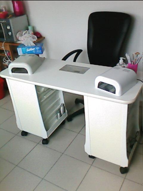table de manucure produits et mat riel. Black Bedroom Furniture Sets. Home Design Ideas