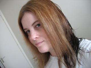 je voie que jai encore les cheveux du dessous plus fonc mais sur le haut du crane on voit encore bien la diffrence avec mes racine je deteste - Color Out Cheveux Noir